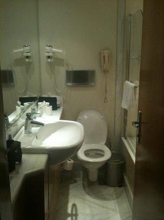 Bagno piccolissimo foto di rodos park suites spa - Bagno piccolissimo in camera ...