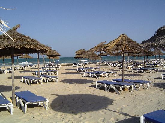 Vincci Helios Beach: La plage de l'hôtel