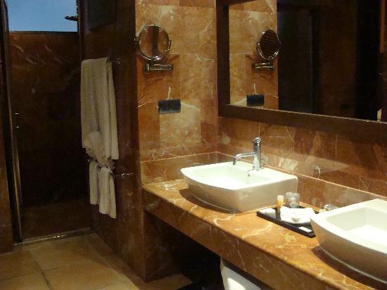 Bathroom picture of catalonia riviera maya puerto for Riviera bathrooms