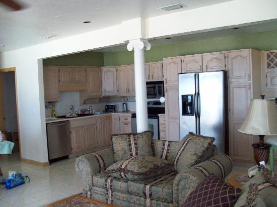 Sierra Suites: Living Room & Kitchen