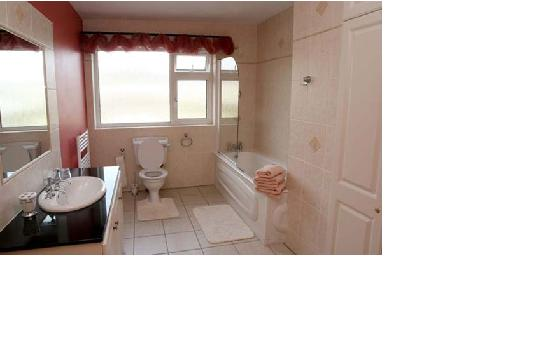 Coolin House B&B: Bath