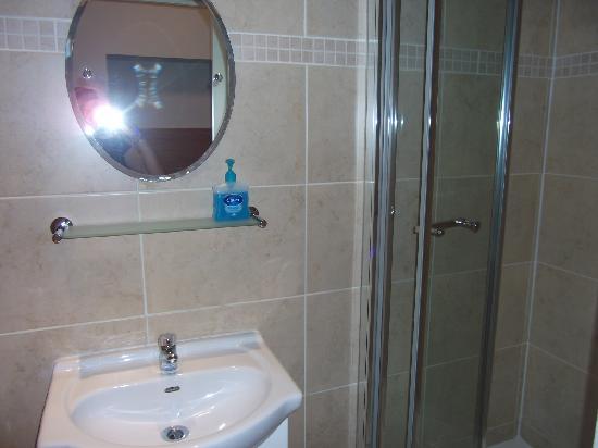 Bakers Hotel: petite SDB neuve et propre