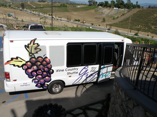 Grapeline Wine Tours : Our Chariot