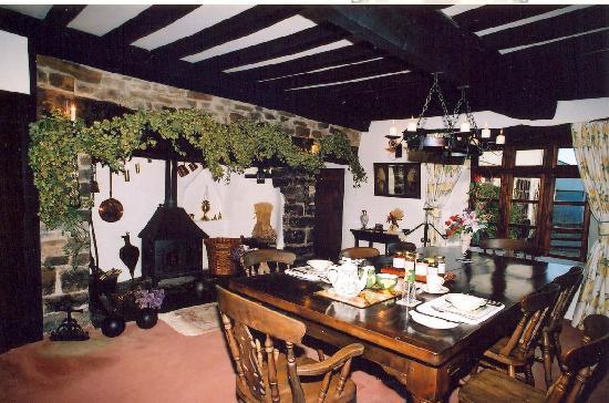 Lodfin Farm Bed & Breakfast: Dining Room