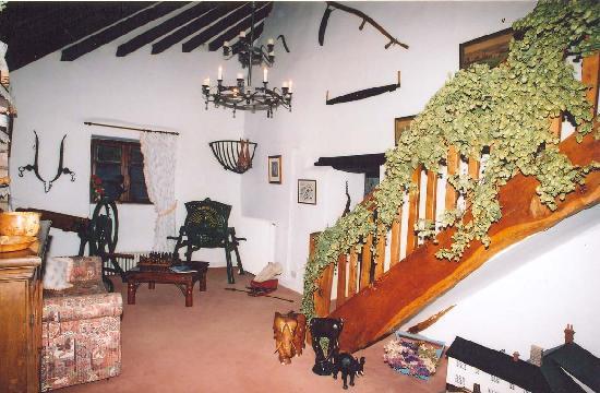 Lodfin Farm Bed & Breakfast: Entrance Hall