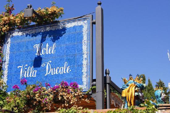 Hotel Villa Ducale: insegna