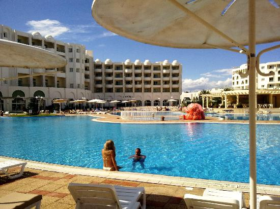 El Mouradi Hammamet: hotel swimming pool