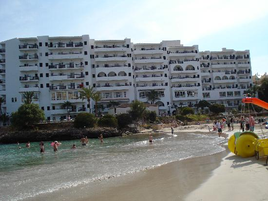 Barcelo Ponent Playa: view of hotel from beach