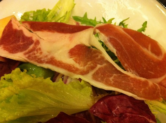 Buonasera : As you can see here, the ham looks weird.