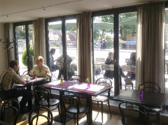 Tandem Hotel: Der helle Frühstücksraum