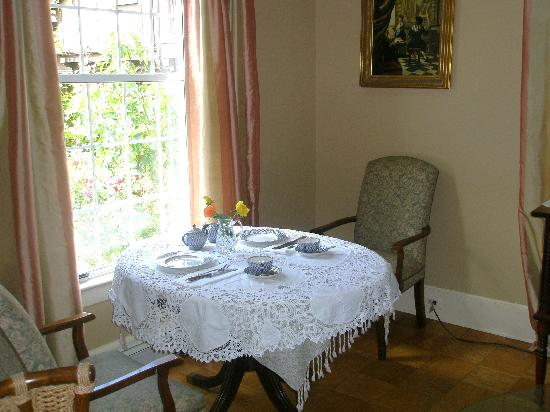 Mozart Guest House: Breakfast room