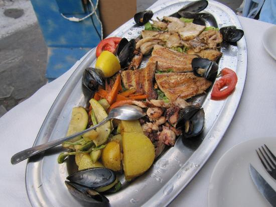 Opa Taverna : special - mix seafood for 2