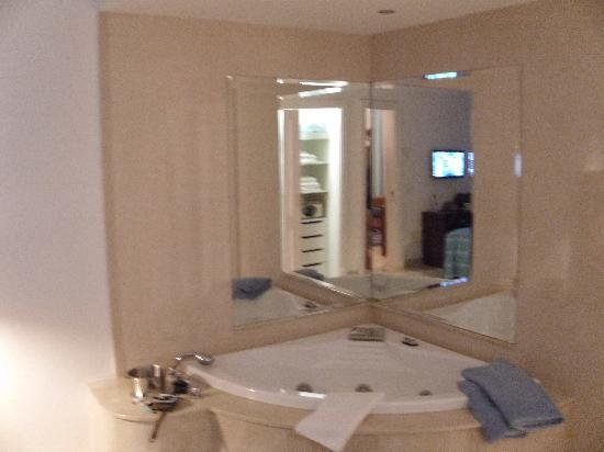 Club Gran Anfi: Jacuzzi in bedroom