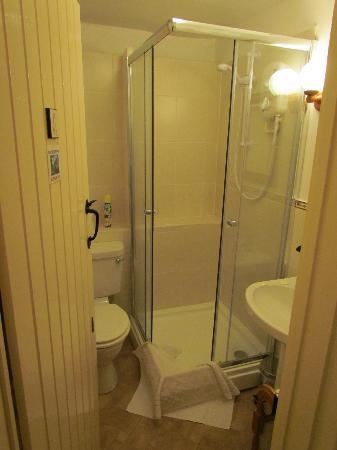 Tudor Cottage: Bathroom for Bossington
