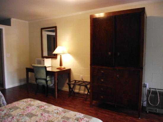 Townsend Gateway Inn: Spacious room 16