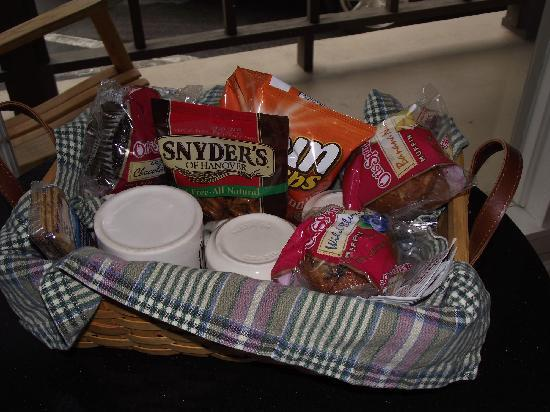 Townsend Gateway Inn: Snack Basket