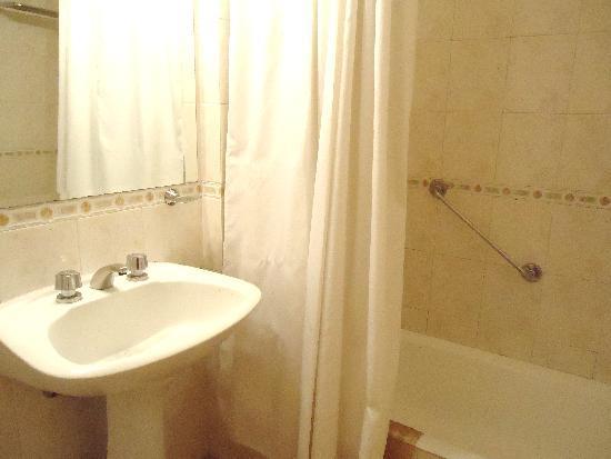 Intersur Suites: bathroom2