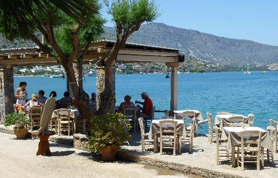 Ferryman Taverna: the big choice - sit in the sun or the shade