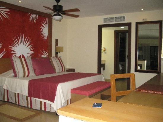 Melia Buenavista: la vue sur le lit mais la chambre en general est tres grande