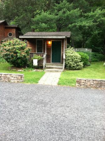 The Cabins at Brookside: Our one bedroom cabin