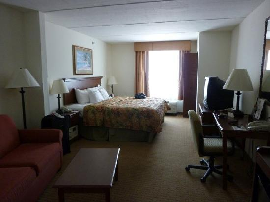 Comfort Suites Oceanview Amelia Island : King Suite Oceanview from door