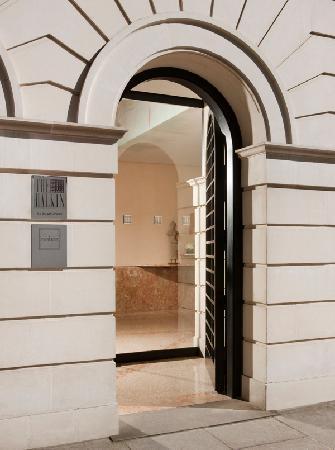 COMO The Halkin : Hotel Exterior