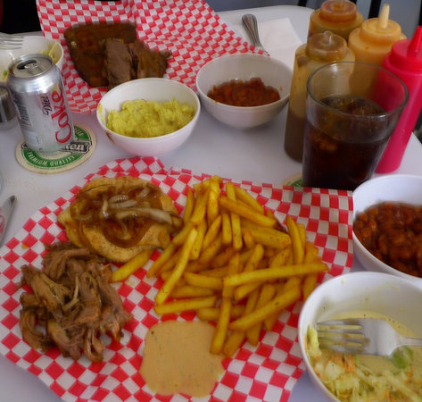Hollywood Smokehouse: The 2 meat platter