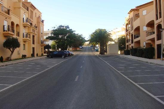 Hotel Baia da Luz: Street shot