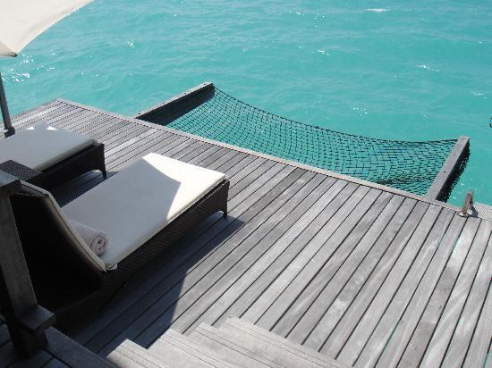 Shangri-La's Villingili Resort and Spa Maldives: 水上ヴィラから