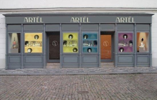 Artel - U Luzickeho Seminare 7 - Store Front - Mala Strana