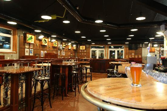 Ambassador Hotel & Suites Kaluga: Time Out Bar