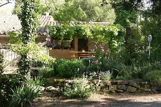 La Sauzette: Terrasse - Entrée