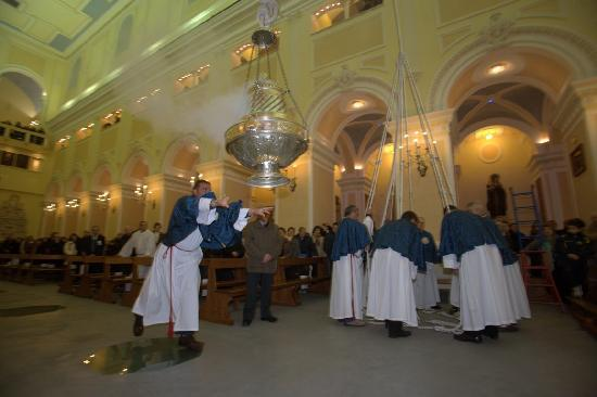 Cava De' Tirreni, Italien: lancio del botafumero santuario San Francesco