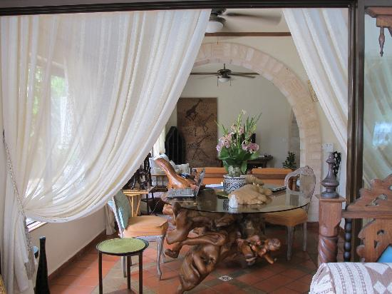 AfroChic Diani: Gorgeous furnishings