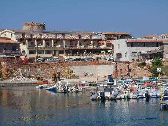 Hotel Corallo : Hotel from the harbour outer wall
