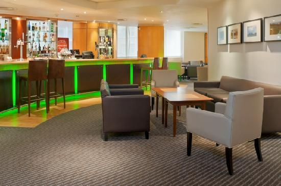 Holiday Inn London - Regent's Park: Enjoy a drink before and after a west end show in the Bar