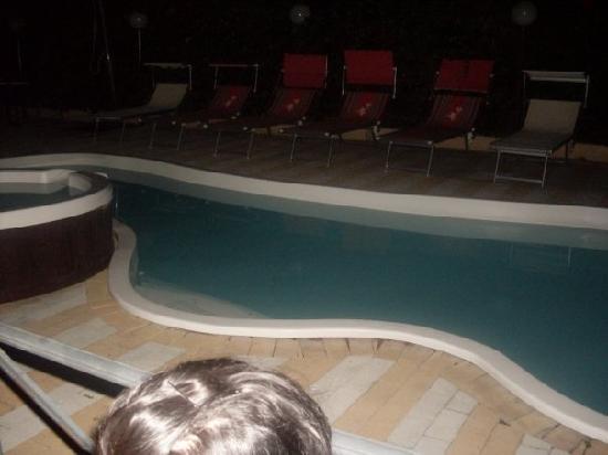 H. Europa : piscina cn idromassaggio