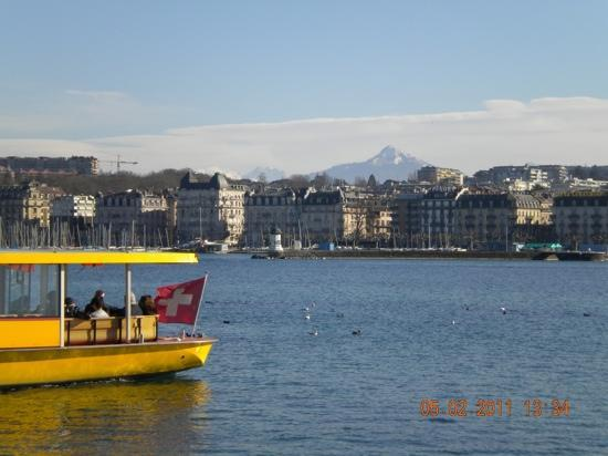 Geneva, Switzerland: речной трамвай