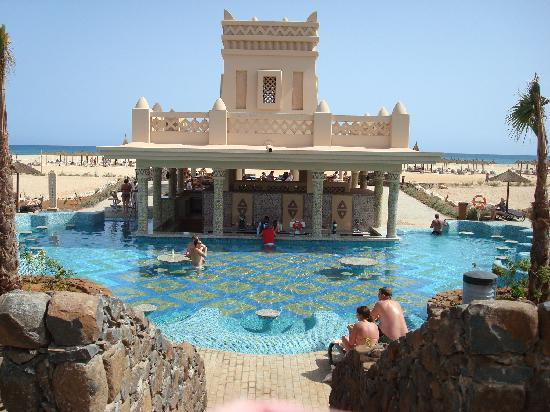 Hotel Riu Touareg: swim-up bar