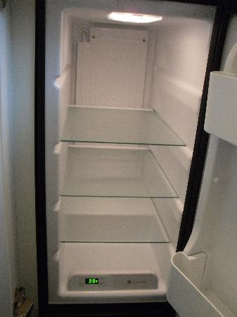 La Quinta Inn & Suites University Area Chapel Hill: refrigerator