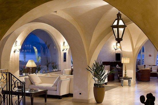 Therasia Resort: L'architettura mediterranea dell'hotel