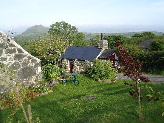 Tyddyn Iolyn Farmhouse: The Bakehouse and view