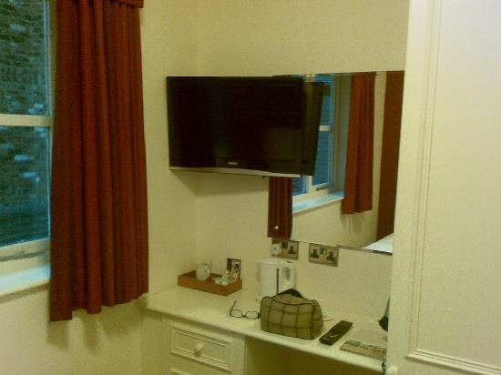 Millers Hotel: TV and tea/coffee