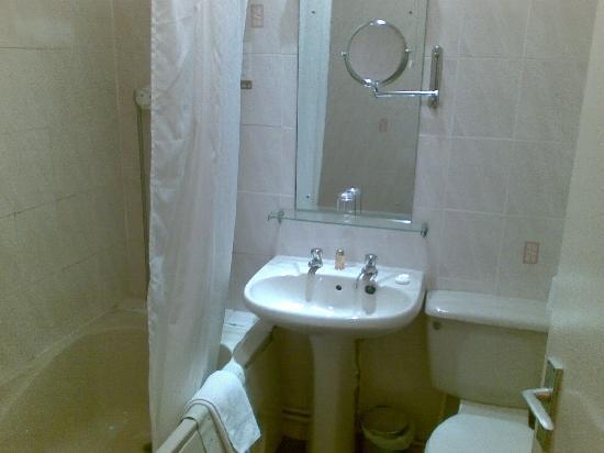 Millers Hotel: Bathroom