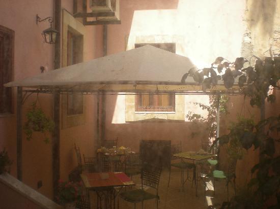 Hotel Posta: terrazza piano terra