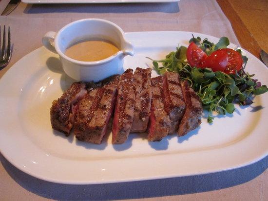 Bistro De Schaar: Steak with sauce au poivre