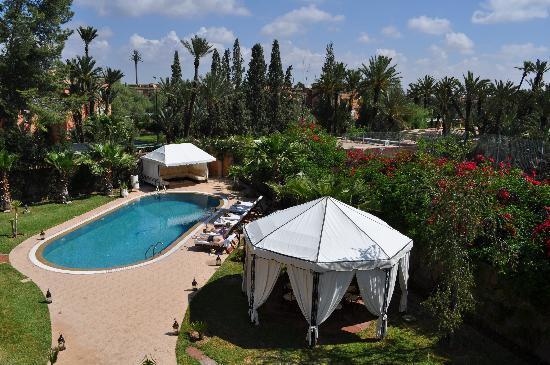 Dar Selwan Wellness & Spa : Vue du jardin et de la piscine