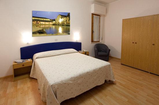 Hotel Perugina: le camere sono tutte dotate di aria condizionata,frigobar , tv color bagno privato completamente