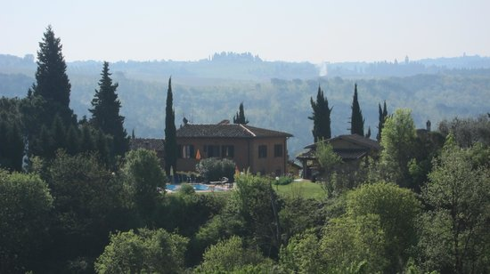 Agriturismo Podere dellAnselmo: view of back of property (while walk local roads)