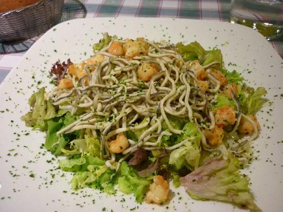 Hostal Tijcal: Salade de bébés anguilles chez Pimiento Verde!! Hmmm!!